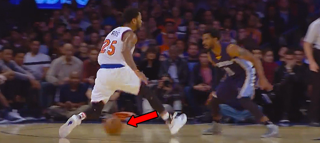 Derrick Rose NASTY Double Crossover on Mike Conley (VIDEO)