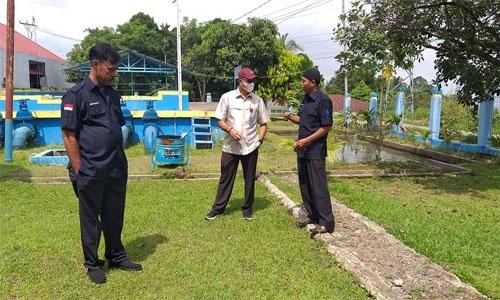 Bagikan Bingkisan Sembako, Direktur Utama Perumda Air Minum Kota Padang, Hendra Pebrizal: Mencari Berkah Dibulan Puasa