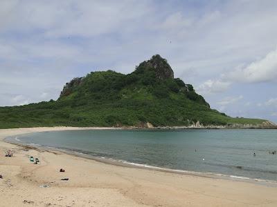 Foto praia sueste Fernando de Noronha