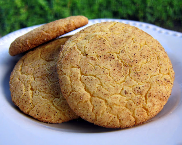 Cake Mix Snickerdoodles - seriously delicious! Super simple to make with a box of cake mix. Ready to eat in minutes!! Sugar, cinnamon, yellow cake mix, eggs, oil and vanilla. Our favorite quick cookie recipe! #cookie #cookierecipe #dessert #quickcookies