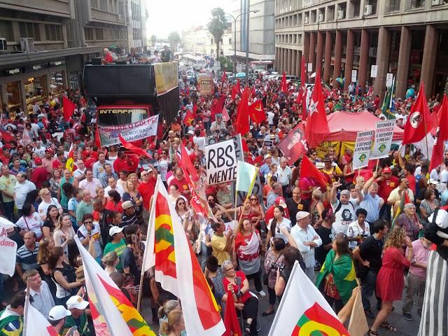 Porto Alegre em 31 de março de 2016 contra o golpe.