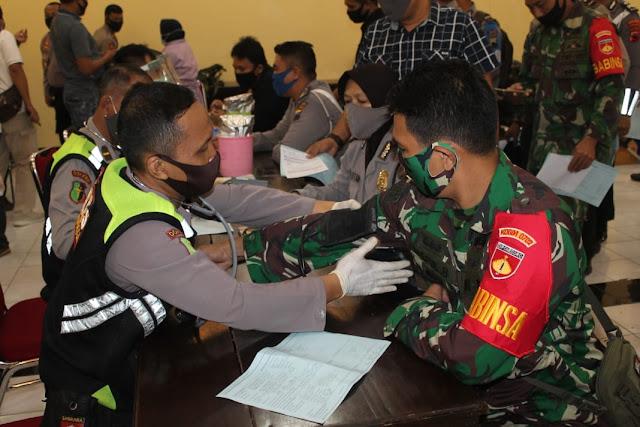 Donor Darah HUT Bhayangkara Ke-74 Diikuti 120 orang, Termasuk Anggota Kodim 0702 Purbalingga