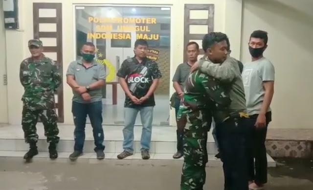 Usai Ribut, Anggota TNI AL dan Personil Polres Nias Selatan Berpelukan