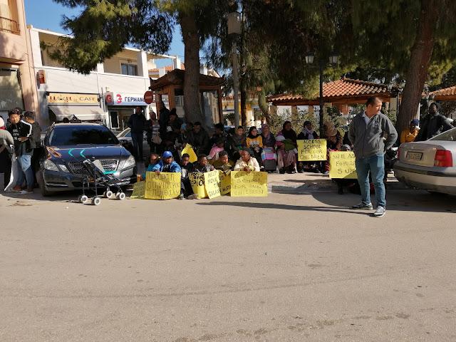 Συνεχίζουν τις διαμαρτυρίες οι πρόσφυγες που διαμένουν στο Πόρτο Χέλι Αργολίδας (βίντεο)