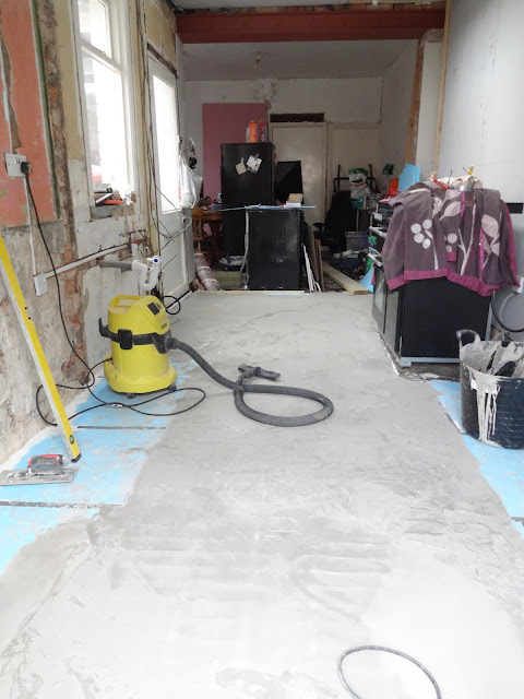 levelling over under floor heating cables