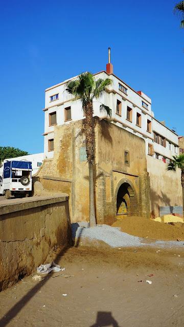 Изображение дома и строения на бульваре Альмоад в Касабланке