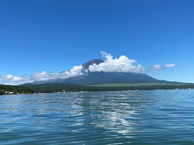 山中湖上から観る富士山