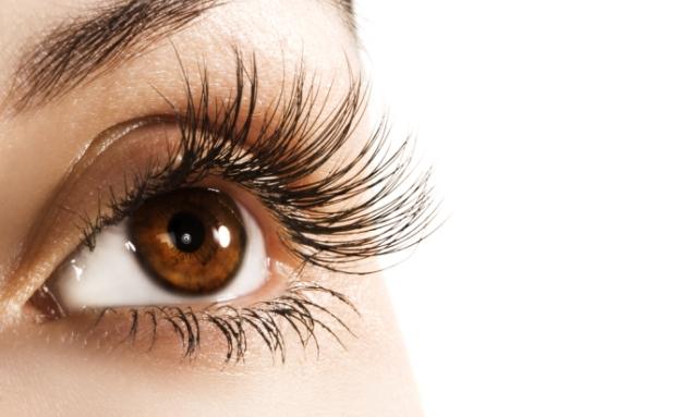 6 Cara Gampang Membuat Bulu Mata Tampak Lentik