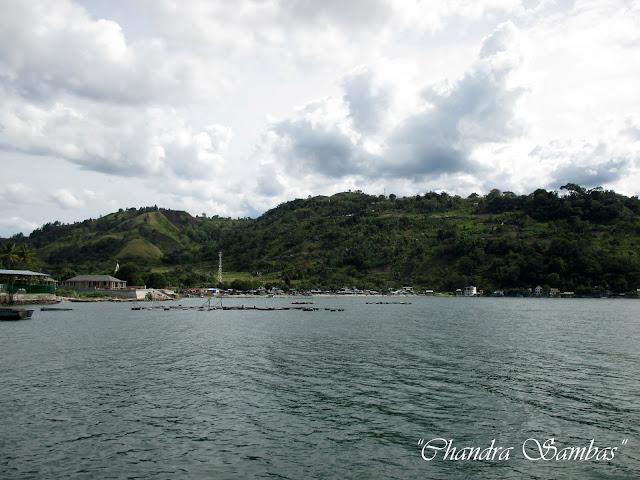 Menyeberangi Danau Toba