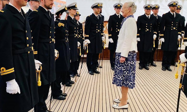 Queen Margrethe presented the Queen's honorary saber to First Lieutenant Josefine Prien Christensen at the Royal Ship Dannebrog