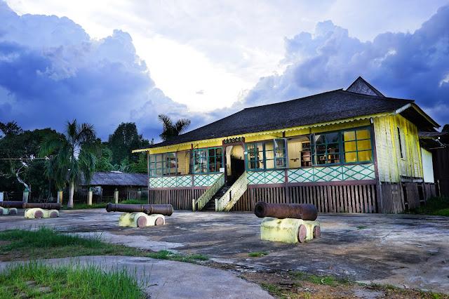 Keraton Paku Negara Tayan