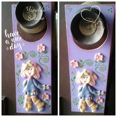 Decoración-con-madera-y-porcelana-fría-para-puertas