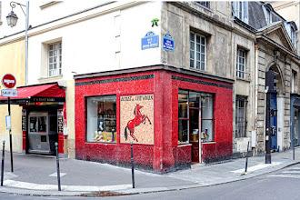 Paris : Façade en mosaïque d'une ancienne boucherie chevaline à l'angle des rues Vieille du Temple et du Roi de Sicile - IVème