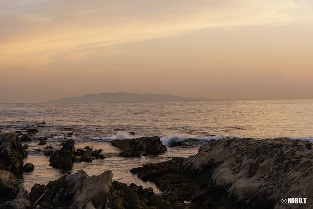 布良海岸(館山市)からの伊豆大島・夕景