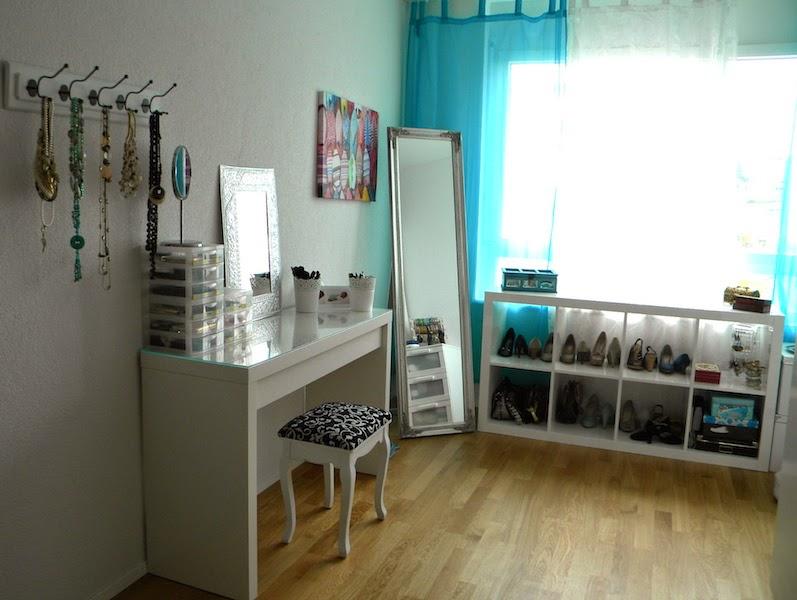 i heart colors blog. Black Bedroom Furniture Sets. Home Design Ideas