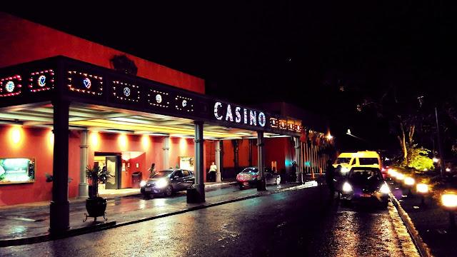 Casino Iguazú. Uma ótima oportunidade para se conhecer um cassino, é muito belo por dentro.