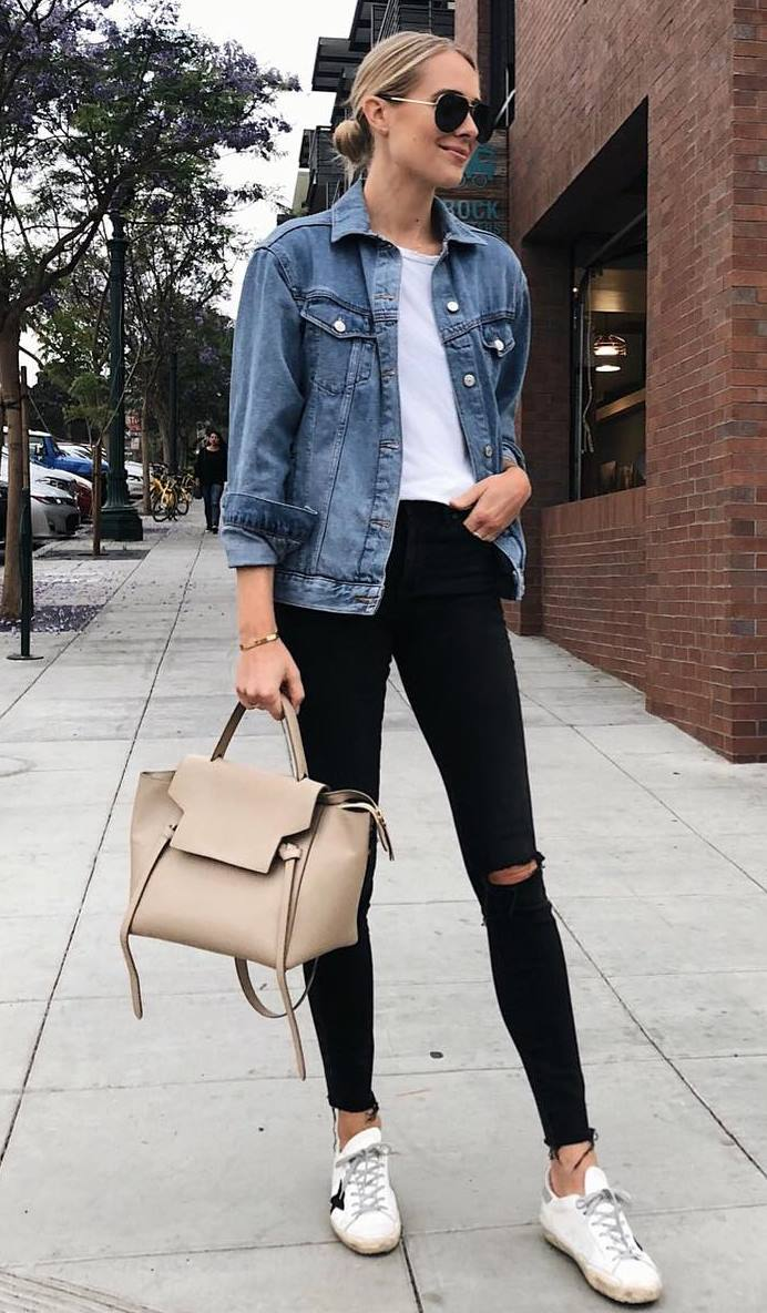 casual style addict / denim jacket + t-shirt + sneakers + bag + black skinnies