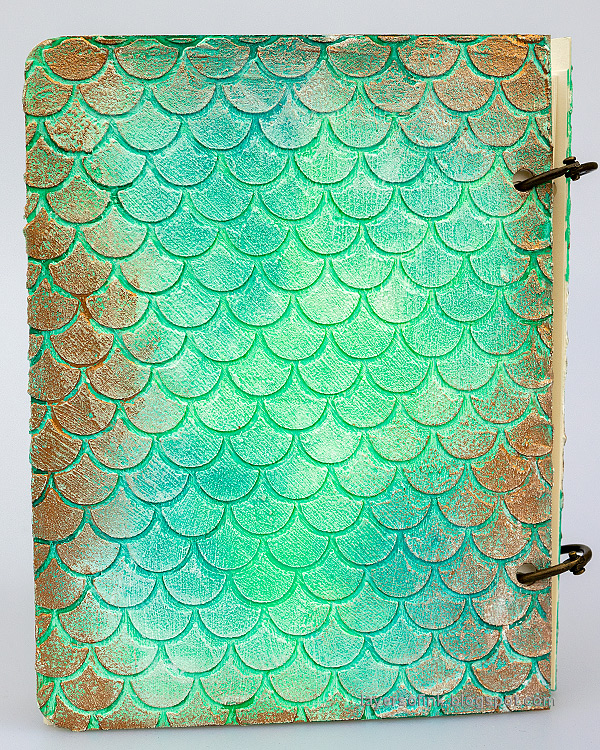 Layers of ink - Textured Vintage Notebook Tutorial by Anna-Karin Evaldsson. Apply Sizzix Luster Wax.