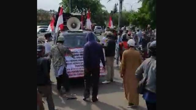 Ricuh, FPI Bubarkan Demo Tolak Habib Rizieq di Karawang