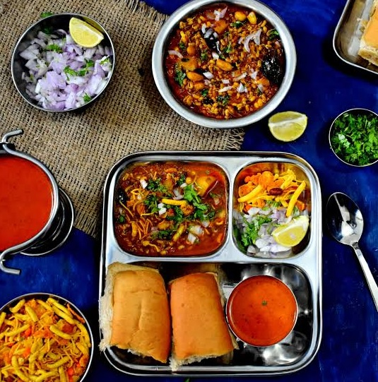 Misal Pav Recipe in Hindi