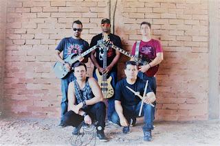 http://vnoticia.com.br/noticia/2189-banda-via-aerea-segue-embalando-ao-som-do-bom-e-velho-rock-and-roll