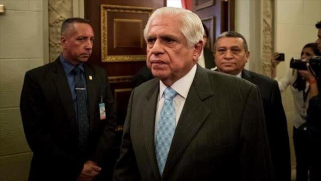 """Nuevo jefe de Parlamento acusa a Maduro de """"populismo totalitario"""""""