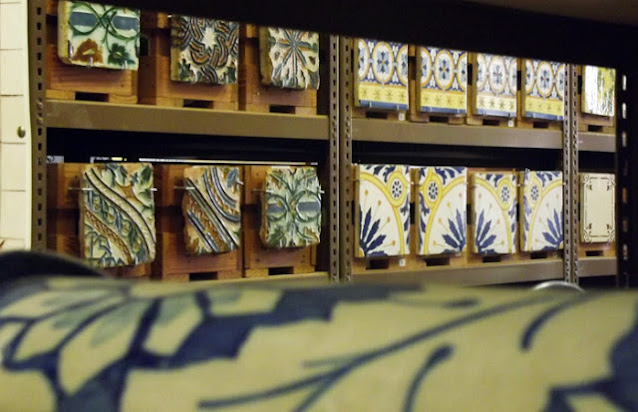 expositor de azulejos
