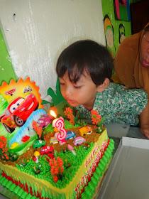 MDarrellK ulang tahun ketiga