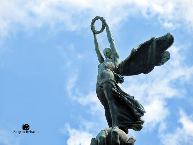 Escultura Deusa Nice (Vitória) (close-up) - Monumento a Ramos de Azevedo