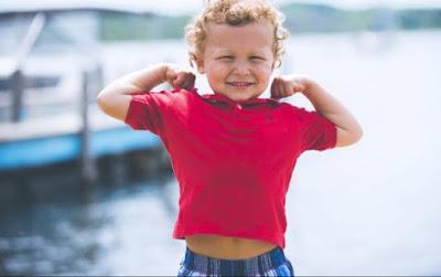 هل يمكن للطفل ارتداء العدسات اللاصقة