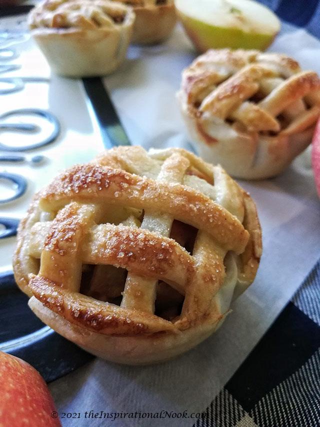 small apple pies, Apple pie lattice design, woven pie crust, apple pie with criss cross top, pillsbury pie crust lattice