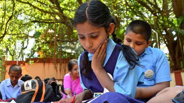 क्या अंग्रेजी माध्यम हिंदी माध्यम से बेहतर होता है