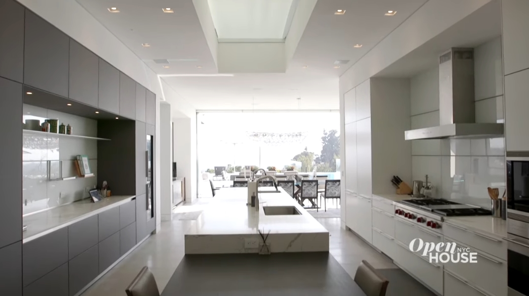 38 Interior Photos vs. 1251 Tower Grove Dr, Beverly Hills, CA Ultra Luxury Modern Mansion Tour