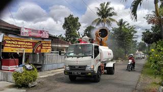 Dua Unit Gunner Semprotkan Cairan Disinfektan ke Pelosok Desa