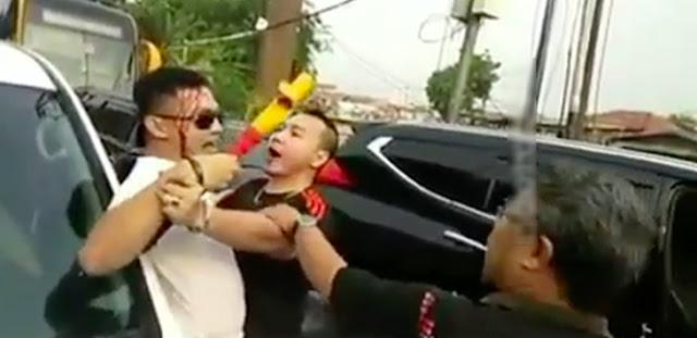 Macet, Pengendara Mobil Mewah Berkelahi di Jalan, Kepala Bocor Bersimbah Darah