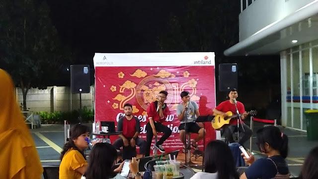 nongkrong sambil dengerin live music juga bisa di commercial area Aeropolis