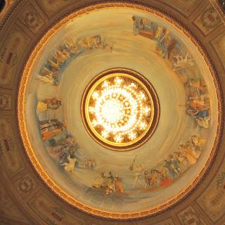 Pinturas no Lustre sobre a Plateia do Teatro Colón, Buenos Aires