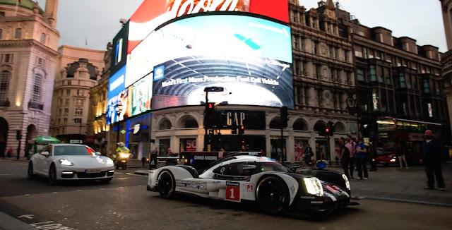 ポルシェのレーシングカー「919ハイブリッド」が早朝のロンドンの街を走る!