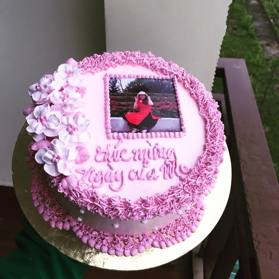 Bánh sinh nhật in hình khơi gợi nhớ lại những khoảnh khắc hạnh phúc của bạn và những người thân yêu qua các hình ảnh được in trên bánh.