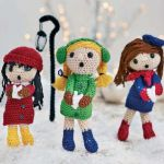 http://www.letsknit.co.uk/free-knitting-patterns/merry-christmas-carolers