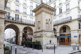 Paris : Fontaine de Mars, point d'eau martial au 129 rue Saint-Dominique - VIIème