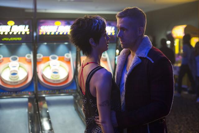 Morena Baccarin as Vanessa & Ryan Reynolds as Wade Wilson in Deadpool