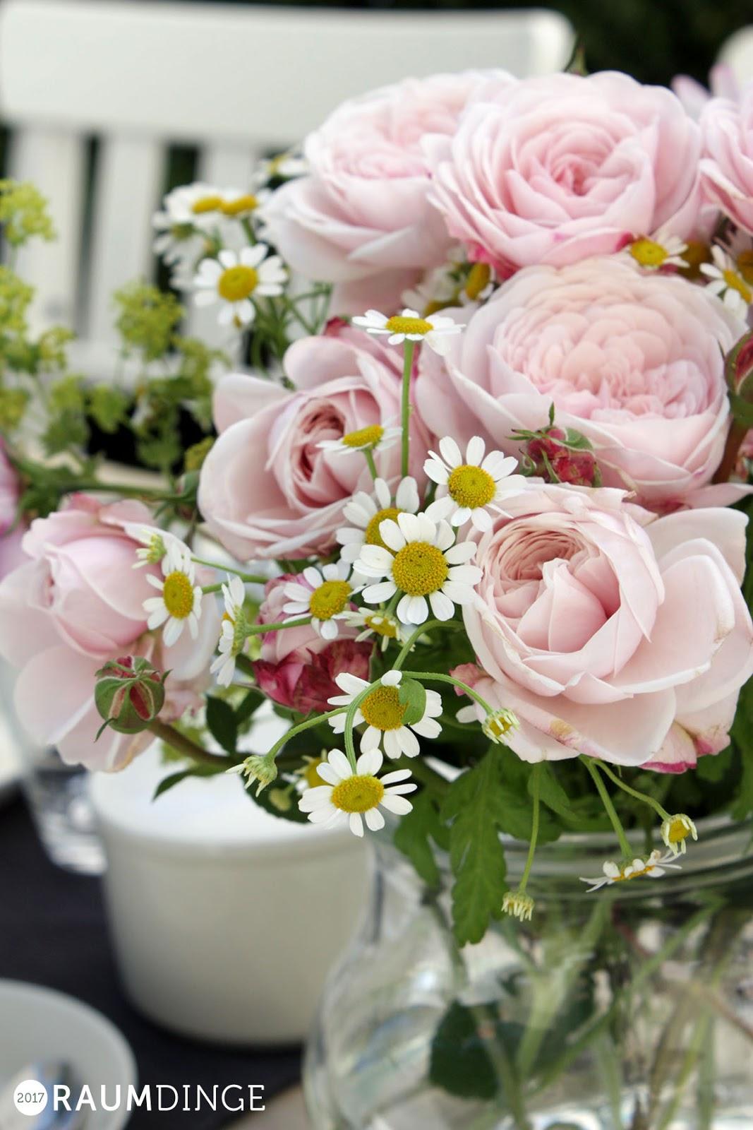 Blumenstrauß mit historischen Rosen