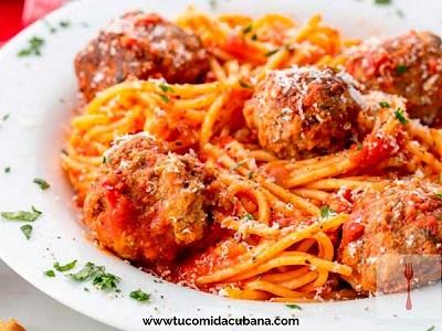✔️  Espaguetis con Albóndigas - Receta Cubana