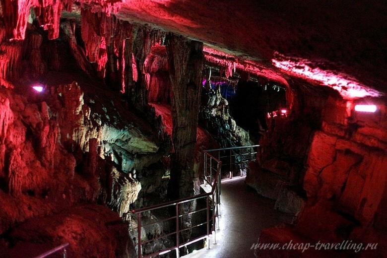 Дорожка в Карстовой пещере
