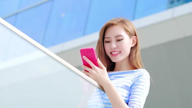 अभी अपडेट करें अपना स्मार्टफ़ोन, अब स्माइल करने पर ओपन होगा फोन का कैमरा, मुंह खोलने पर दिखेंगे मैसेज