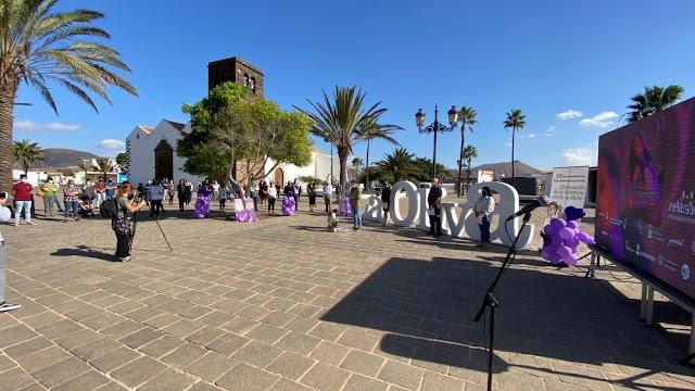 Fuerteventura.- La Oliva manifiesta su repulsa a la violencia contra la mujer y acoge el estreno del videoclip de Marta Umpiérrez