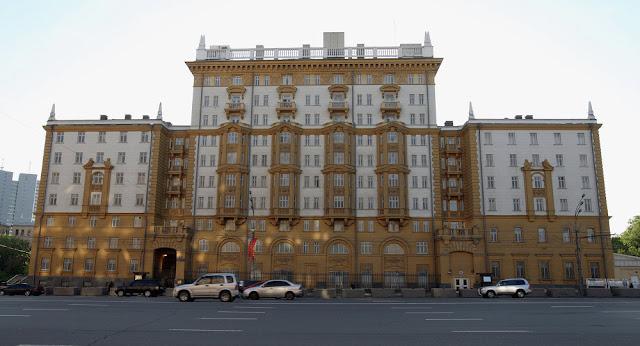 سفارة واشنطن فى موسكو تعلق منح تأشيرات الدخول للولايات المتحدة موقتا