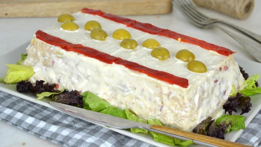 Pastel frío de atún con pan de molde