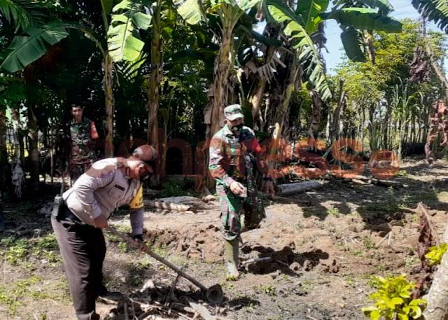 2 Aparat Pembina Desa Setia Bantu Warga Olah Lahan